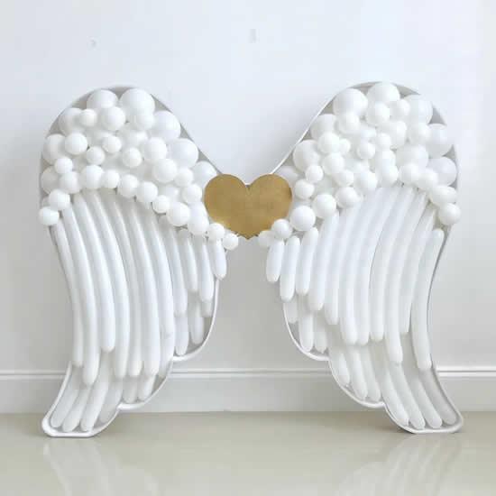 Ailes d'ange avec des ballons