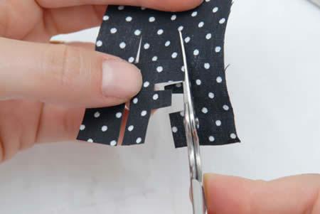 couper une lettre dans le tissu