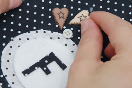 boutons et bouts de tissu