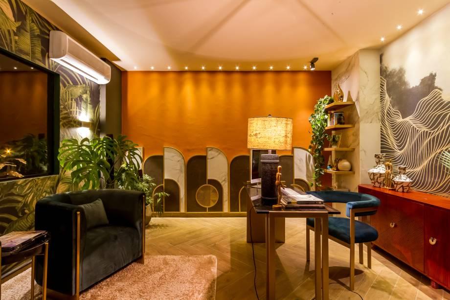 CASACOR Paraguay 2019. Home Office - Ma. Fernanda Arnez.  Le glamour du style Art Déco fait que la pièce ressemble à un véritable bureau vintage.  Les tons chauds sont complétés par les courbes et les textures du velours qui tapisse les meubles.