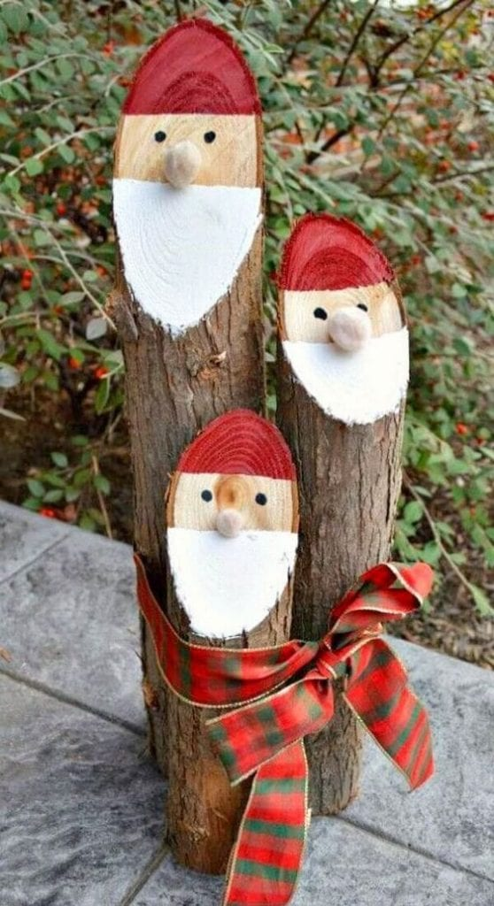 Décorations de Noël avec des branches sèches et du bois