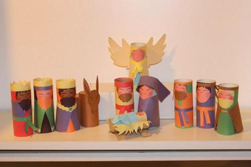 Crèche de Noël recyclée à partir de rouleaux de papier toilette