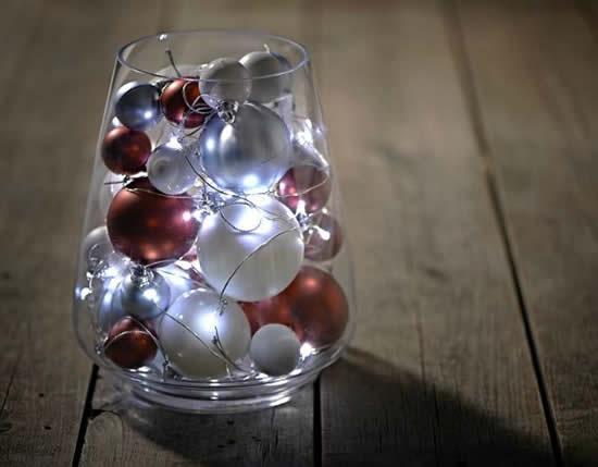 Décoration avec bocaux en verre et clignotant