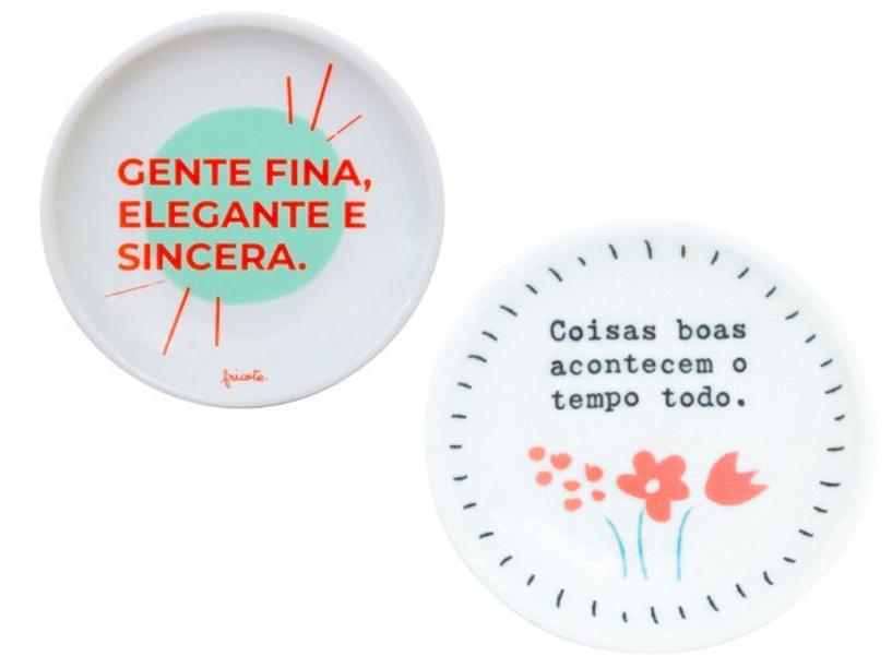 "Mini assiettes en porcelaine, chez Veio na Mala: <a href =""https://veionamala.com/?s=mini+prato&post_type=product&dgwt_wcas=1""> 39 R $ chacun </a>» class=»lazyload» data-pin-nopin=»true»/></div> <p class="
