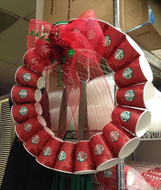 Guirlande de Noël avec des tasses de recyclage