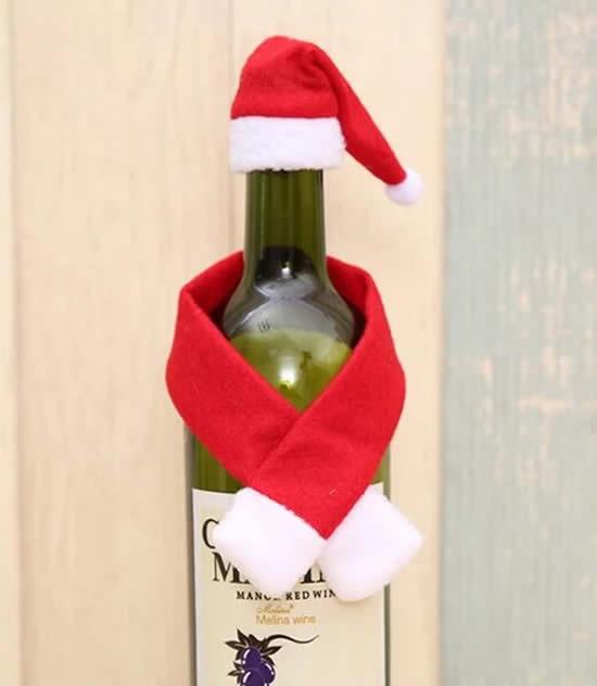 Beaux vêtements du Père Noël pour bouteilles