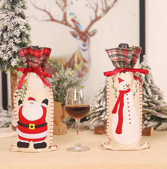 Bouteilles décorées de tissu pour Noël