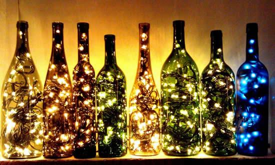 Décoration avec bouteilles et clignotant pour Noël