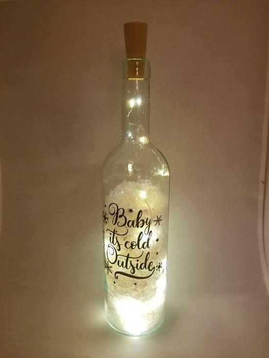 Décoration de Noël avec flasher et bouteilles