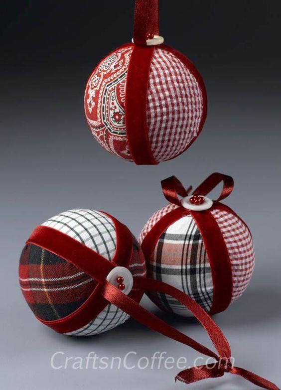 Boule de Noël avec tissu et boule en polystyrène