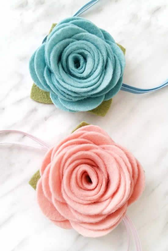 Belles fleurs en feutre