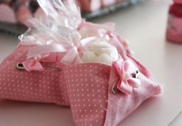 couche de tissu de douche de bébé et douche de bébé avec des bonbons