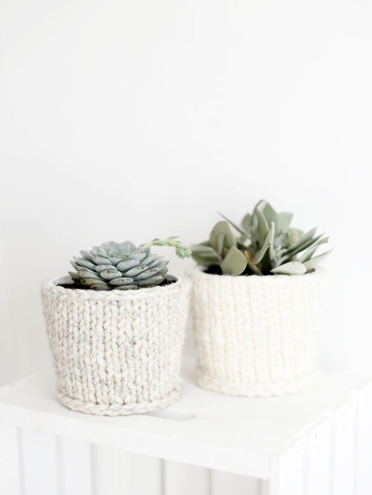 cache-pot décoré de tricot