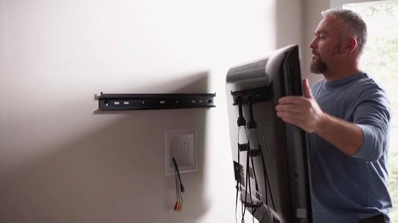 mov2 Comment déplacer le téléviseur à écran plat